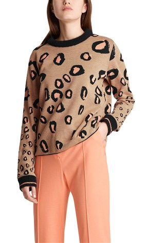 sweater-with-leopard-pattern