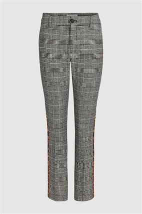 houndstooth-trousers-with-leopard-print