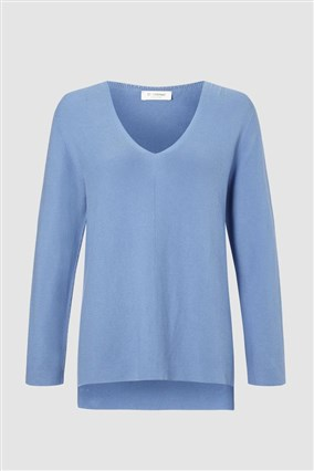 v-neck-knitted-jumper
