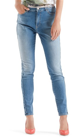 high-waist-jeans-with-side-stripes
