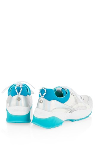 sneakers-with-coloured-sole