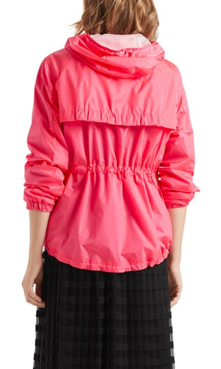 outdoor-jacket-with-mesh-lining