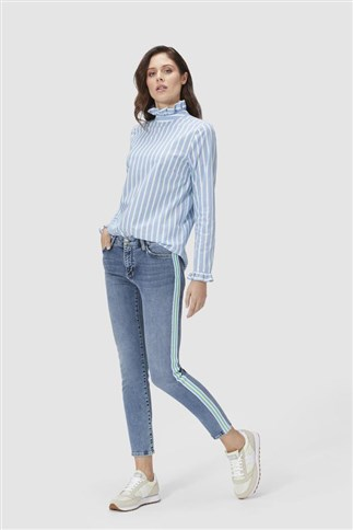 midi-jeans-with-striped-tape
