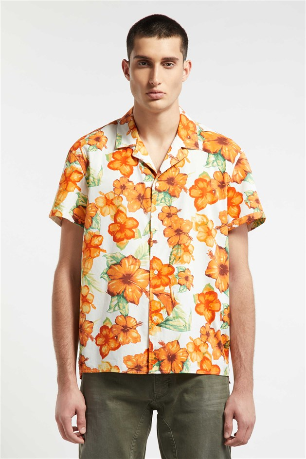 casual shirt with short sleeves